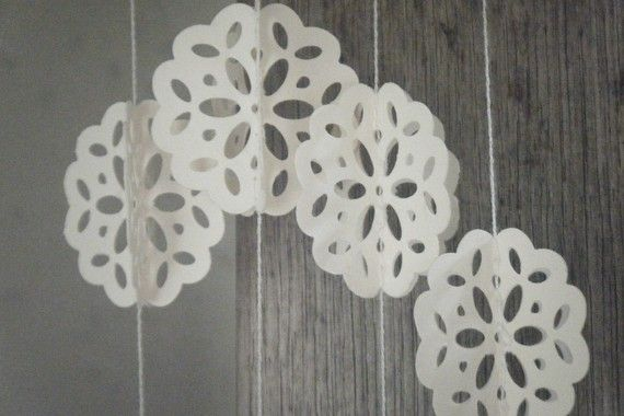 Love the lace/doily pattern: Angels Breath, Paper Garlands, Lovely Diy Craft, Doilie Garland, Feeling Crafty, Garland Lace, Lace Doily Pattern
