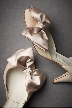 .: Ideas, Fashion, Bows Heels, Style, Wedding Shoes, Weddings, Satin Bows, Bridal Shoes, Bows Shoes