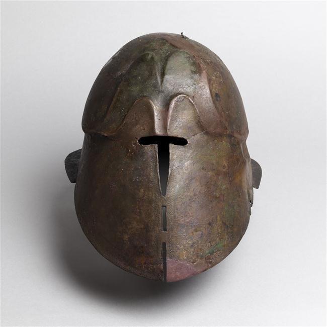 Novembre 2015 : Casque apulo-corinthien. Collection d'Archéologie des 5 continents.  Pour en savoir plus : http://musee-archeologienationale.fr/actualite/les-decors-graves-dun-casque-apulo-corinthien