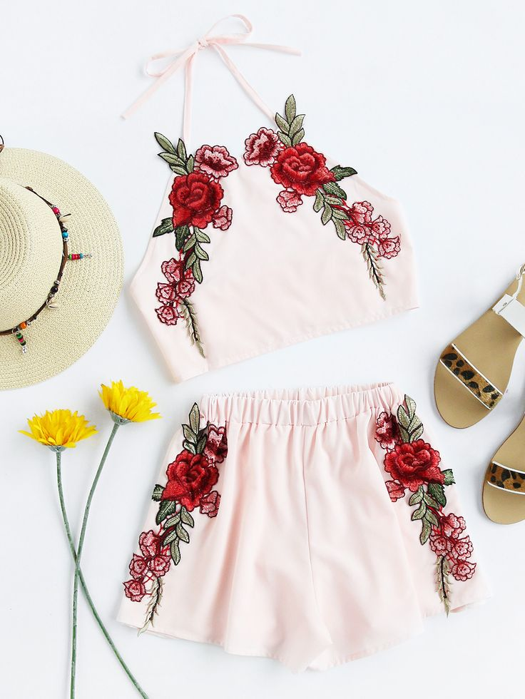 ¡Cómpralo ya!. Rose Applique Crop Top With Shorts. Shorts Pink Polyester Plain Embroidery Halter Sleeveless Bow Sexy Vacation Boho Fabric has no stretch Summer Two-piece Outfits. , topcorto, croptops, croptop, croptops, croptop, topcrop, topscrops, cropped, topbailarina, corto, camisolacorta, crop, croppedt-shirt, kurzestop, topcorto, topcourt, topcorto, cortos. Top corto  de mujer color rosa de SheIn.