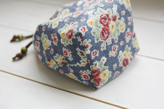 How to Make a Reversible Drawstring Bag. DIY Pattern & Tutorial You can carry your cosmetics there, you can carry your everyday usable  item...
