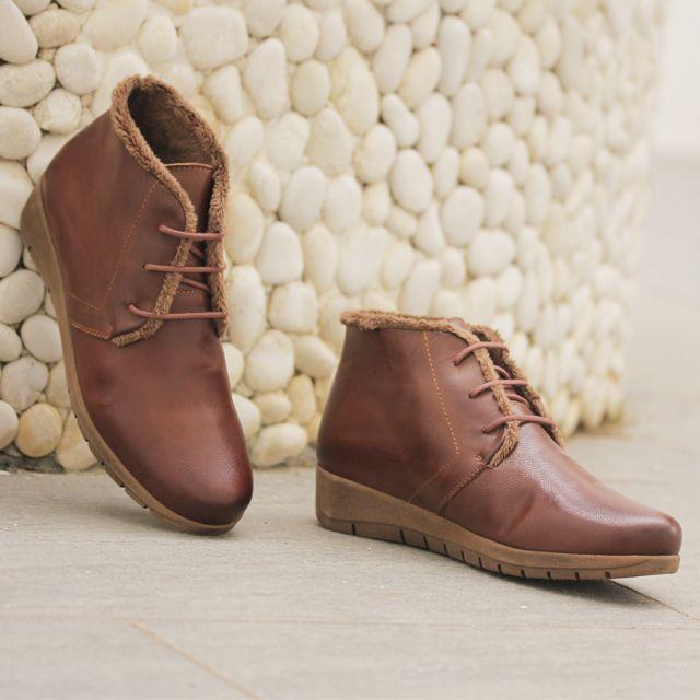 new style 4fae9 d093f Botines para mujer en color marrón. Características con cordones, cuña 3 cm,