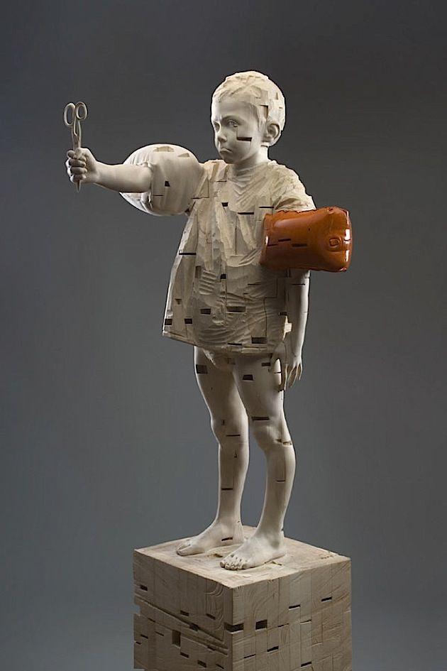 Surreale Skulpturen aus Holz