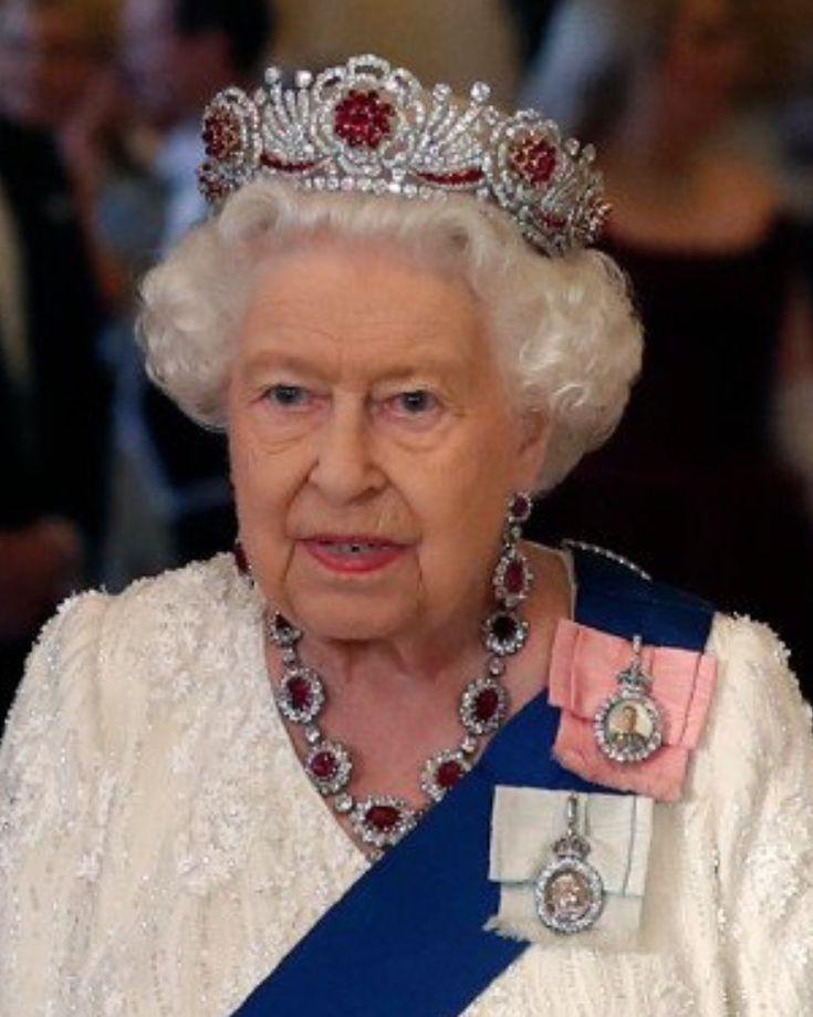 majesty queen elizabeth ii - 735×919