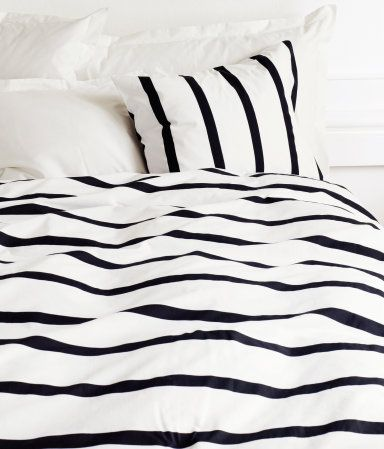 Striped beddingGuest Room, Ideas, Stripes Beds, Black And White, Interiors Design, Black White, Beds Sheet, Beds Linens, Bedrooms Decor