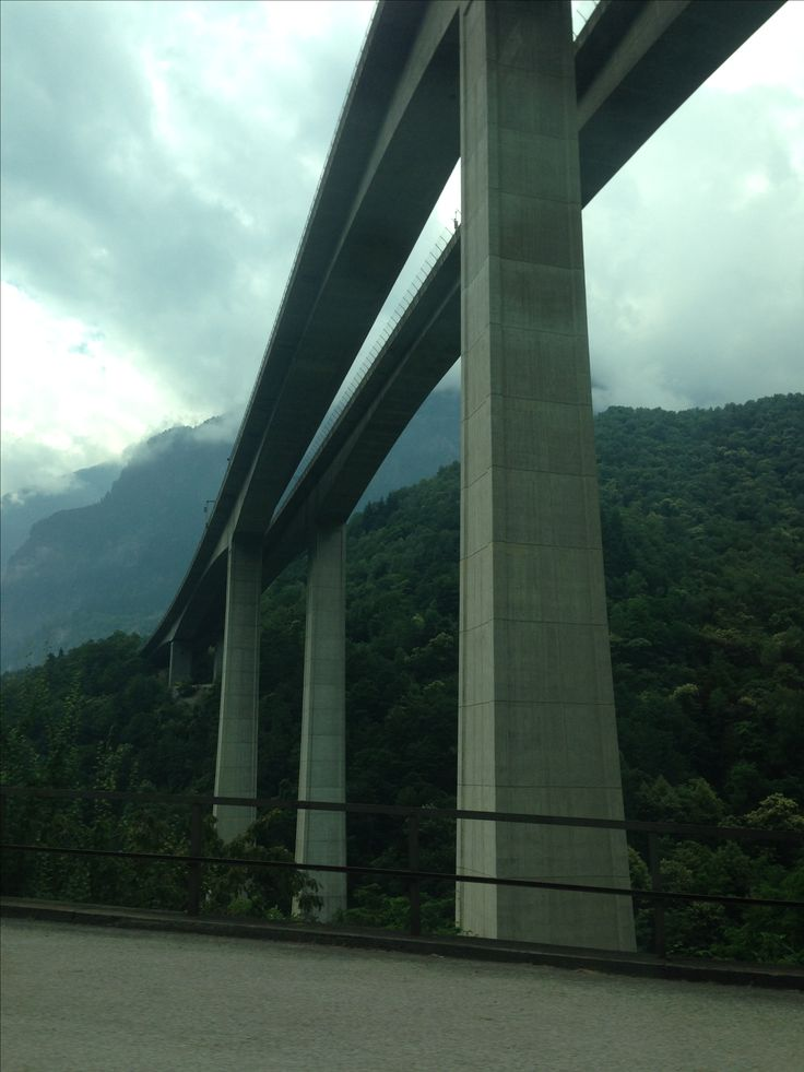 Tussen Biasca en Airoli, Ticino