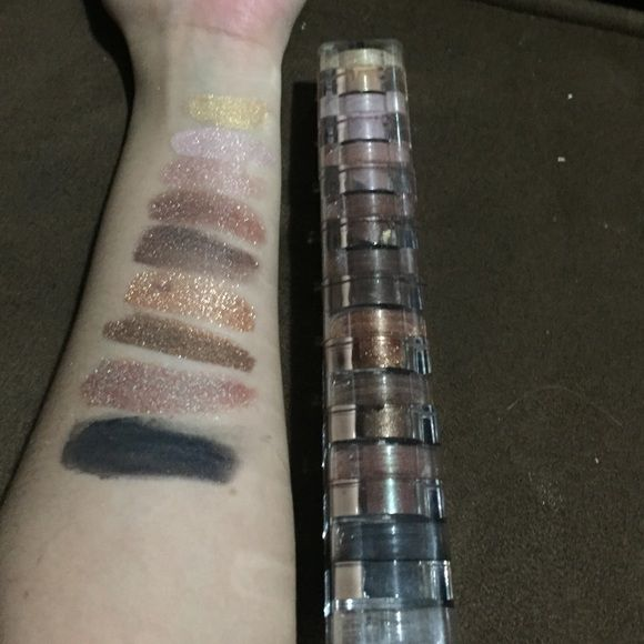 """BELLA TERRA COSMETICS Bella terra cosmetics """"Emerald"""" 9 STACK SHIMMER POWDER. One of them spilled all over me so theres only 8 powders left. Its eyeshadow & Nail polish. For nail polish all you have to do is pour some in clear nail polish and it makes it nail polishz Bella Terra Cosmetics Makeup Eyeshadow"""