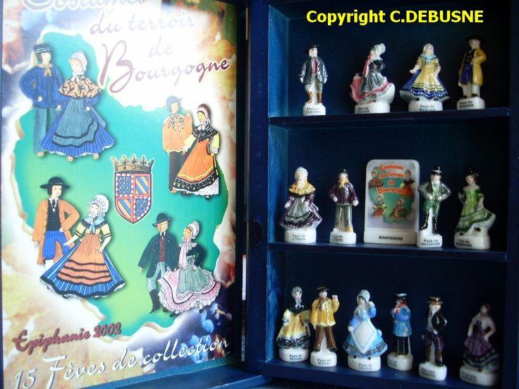 Collection de fèves peintes à la main en  coffret- présentoir 25 €