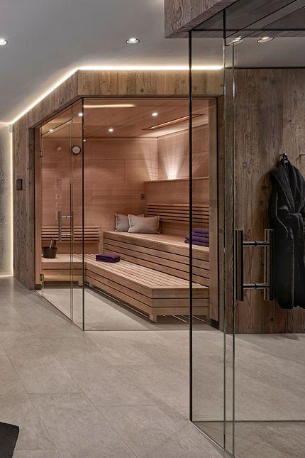 Sauna und Dusche mit Echtglas-Abtrennung