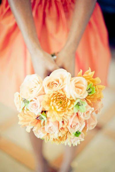 オレンジのドレスによく似合います