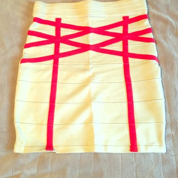 Arden B. Bandeau skirt beige with coral design Size small in great condition Arden B Skirts Mini