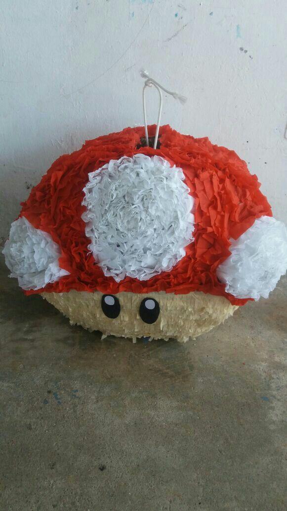 Piñata Hongo de Mario Bros by Yara Toscano