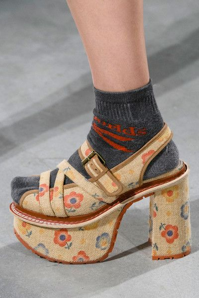 Vivienne Westwood at Paris Fashion Week Spring 2017 - Details Runway Photos