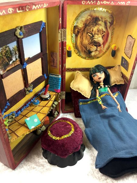 Puppenstuben - Puppenhaus Barbie Monster High Massivholz 20 Teile - ein Designerstück von up4kids bei DaWanda