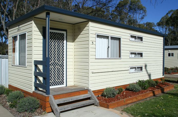 Position perfect on the banks of Edward River ideal for travelers who wants a quiet place! McLean Beach Holiday Park. 1 Butler St, Deniliquin NSW 2710, Australia (03) 5881 2448