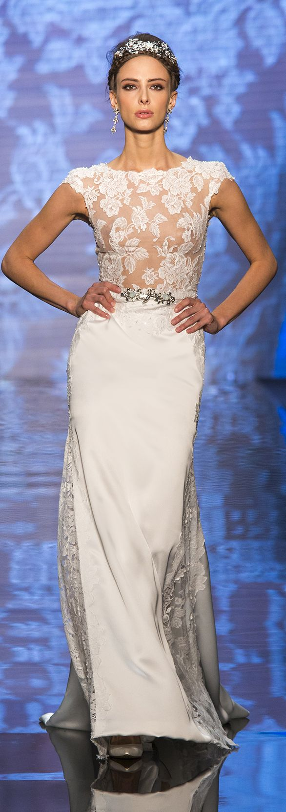 Alessandra Rinaudo Bridal Couture 2017 Collection.  Wedding dress made of beading lace, satin and jewels.   www.alessandrarinaudo.it