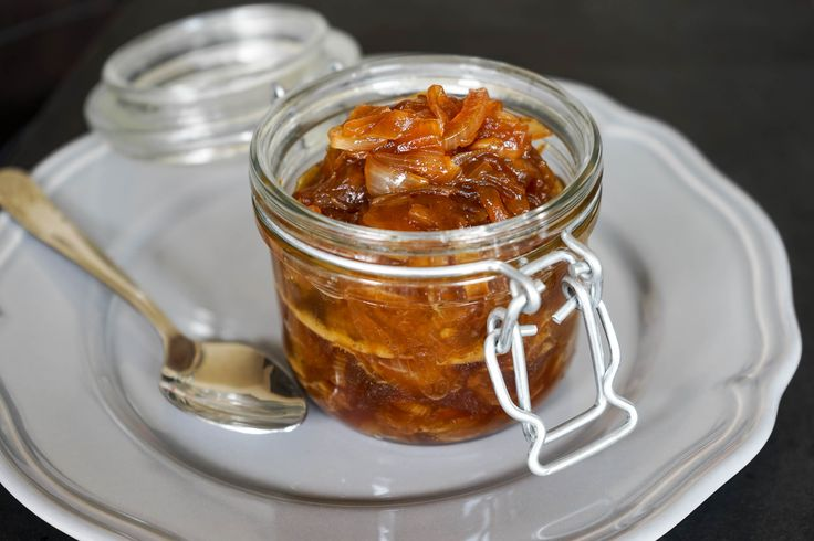 Compotée d'oignons au soja. Un condiment à déguster froid ou chaud.. La recette par Chef Simon.
