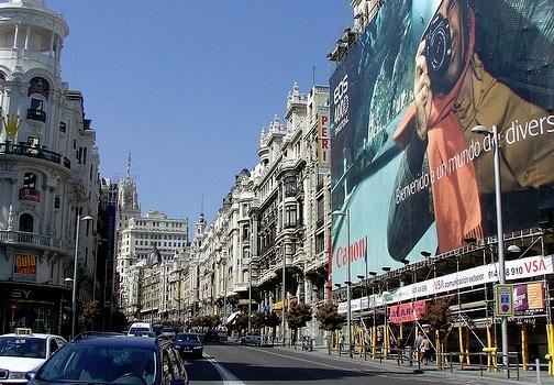 La Gran Via la via principale di Madrid, un quartiere ricco di teatri, cinema e negozi. http://www.marcopolo.tv/spagna/gran-via-madrid-quartieri