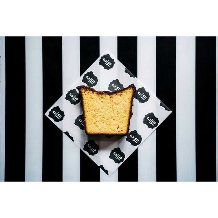 How good does this Orange and almond loaf #glutenfree look 😍 Plus loving the Black and white stripes @caravanrestaurants