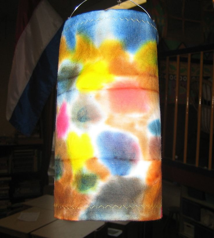 lampion van stof met vlekken van ecoline