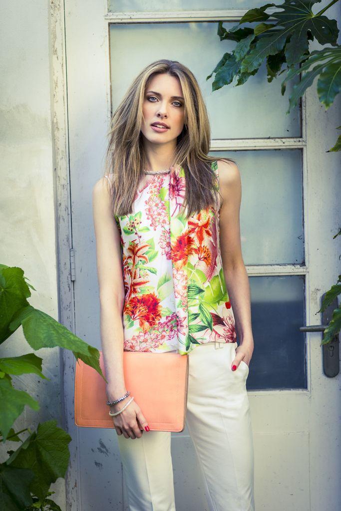 Gezien in de folder voorjaar 2014 | #blouse | #bloemenprint | #broek | #pantalon | promiss.nl