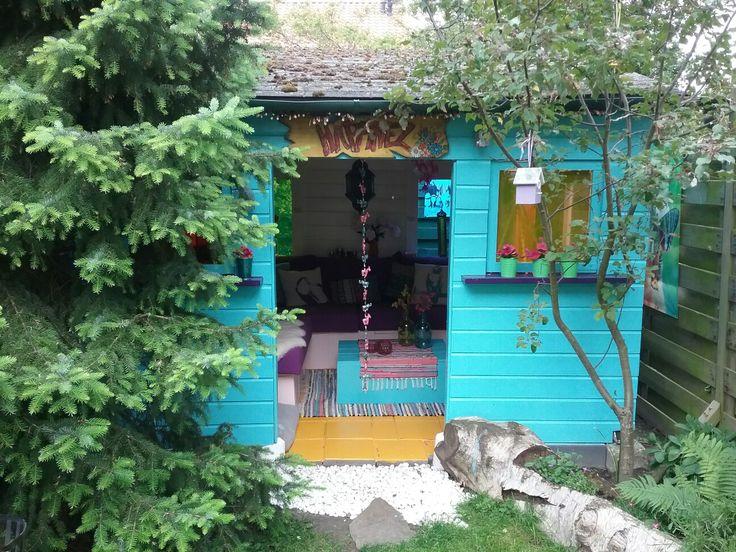 """Ik wilde al heel lang mijn eigen  """"Hippie Ibiza Style""""  lounge plekje/tuinhuisje in de tuin om lekker te ontspannen  na een lange dag en om weer even op te laden. Dit huisje met de toepasselijke naam """"Happinezz"""" was ooit een pergola gemaakt door mijn vader en nu omgetoverd door mijn lief vriendje tot een heus ibiza style huisje!"""