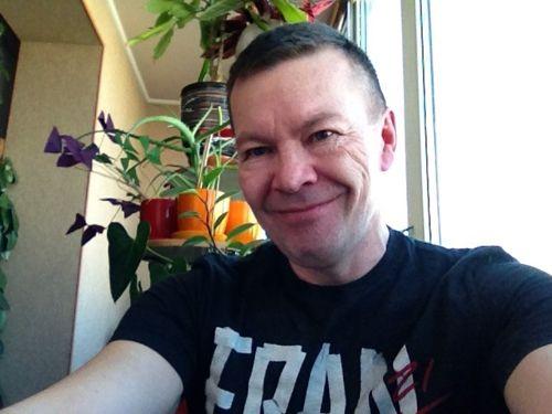 Сегодня у меня на блоге особый гость. Это мой коллега по ЗОЖному цеху инфобизнеса – Дмитрий Кириллов. Как-то раз я уже давала ему интервью. А теперь его очередь )))Дмитрий – не только интересный человек с потрясающим чувством юмора, но и живой пример активного долголетия. http://zepalabs.ru/intervyu-s-dmitriem-kirillovyim