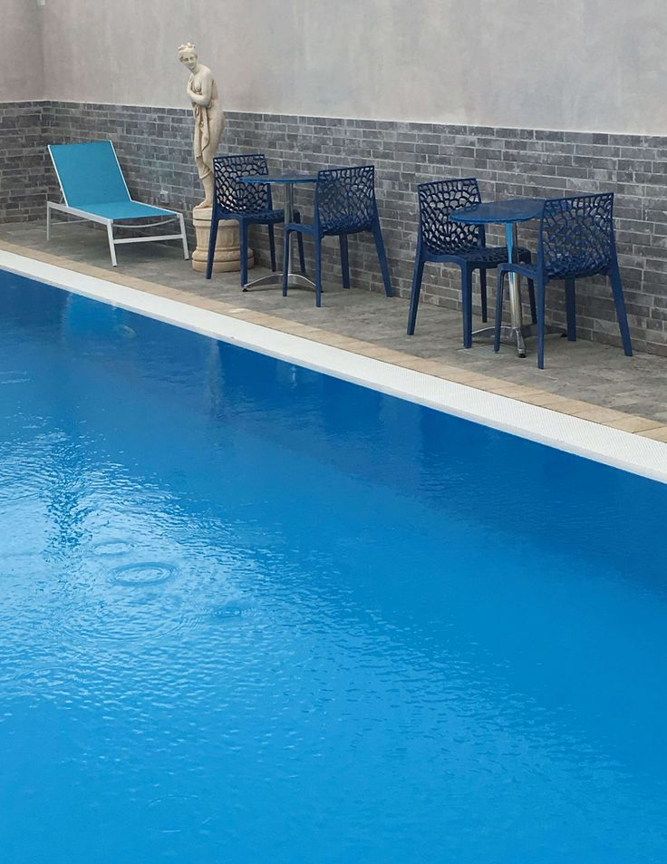 Hotel piscina Pompei, con idromassaggio, cascata cervicale, sauna e doccia emozionale! Prenota subito la tua camera su whatsapp 327 3543655