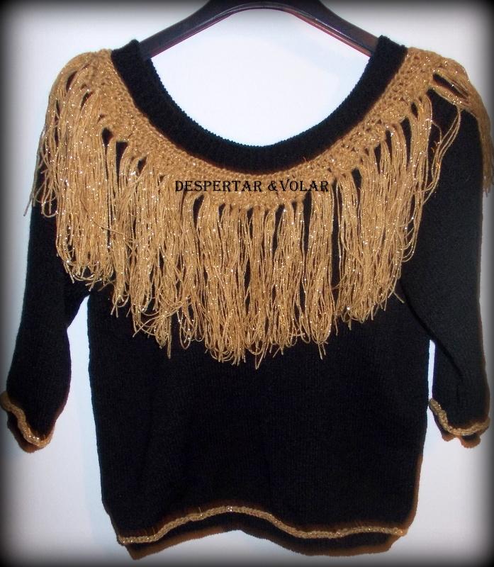 sweater de lana con flecos y detalles tejidos al crochet