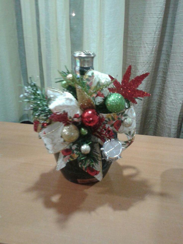 Botella de Wiski...decorada...hecha por una alumna mia