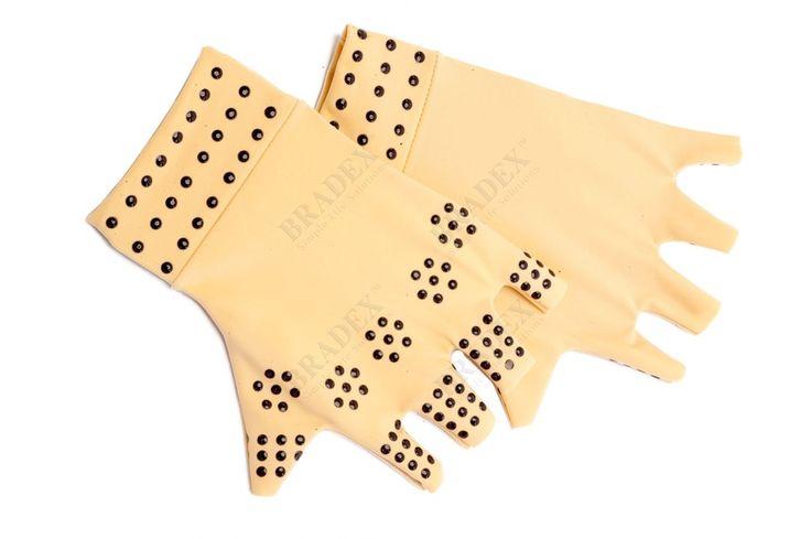 Перчатки утягивающие с магнитами АРТИКУЛ: KZ 0316 Ослабленные с возрастом суставы, ноющие во время тренировок сухожилия, монотонные движения пальцев и кистей на работе доставляют Вам немало дискомфорта и мешают полноценно наслаждаться жизнью? Утягивающие перчатки с магнитами помогут безопасно решить эту проблему!  • Плотный нейлон обеспечивает мягкую поддержку суставам и сухожилиям кистей. • Снимают дискомфорт и отечность. • Магнитные вставки устраняют неприятные ощущения в ладонях, улучшают…