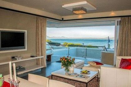 The Birkenhead, a luxury holiday apartment, offers you prime seafront views in Hermanus
