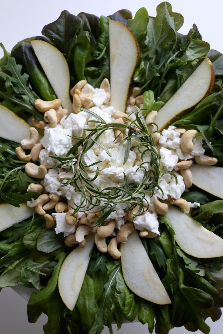 Homevialaura | Christmas time in kitchen | Hardys Nottage Hill wines | wreath salad