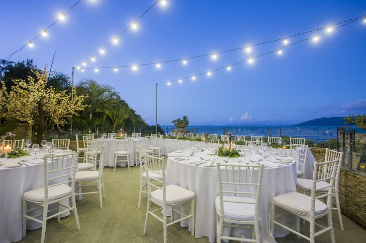 Villa Botanica's Sea Deck can be converted into the ultimate sea-side wedding reception venue.  The Sea Deck has capacity for up to 100 seated guests.