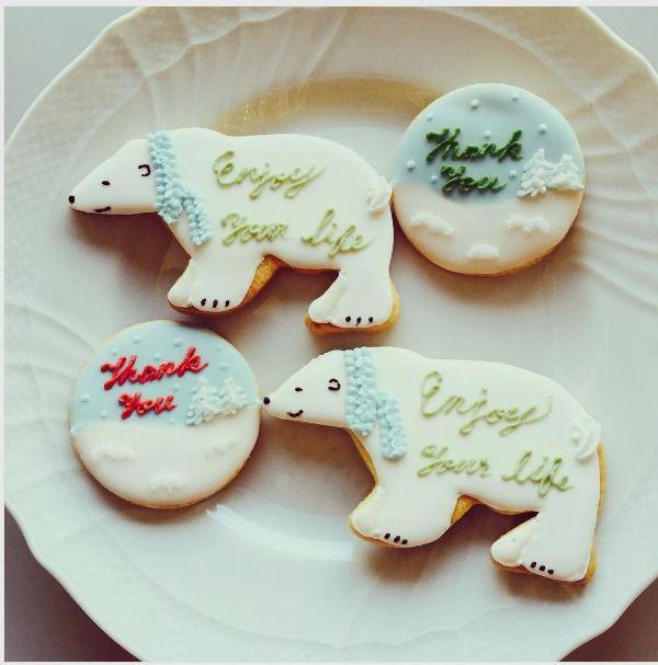 """KOHARU BAKE on Instagram: """"こちらも冬のアイシングクッキー。 このシロクマクッキー、結構大きいです。 息子はいつも、私が今週はどんなデザインのクッキーを作ったか見たいと言うのですが このシロクマがお気に入りのようで。。 ひどい卵アレルギーの息子が 「お兄ちゃんになったら、このシロクマクッキーを食べたいなぁ」 と。 せ、切ない 大きくなったら、卵も食べられるようになるよ!といつも言っているので 今は朝の4時半! 早く準備をして仕込みに行かなければ #wintercookies #クリスマスクッキー #アイシングクッキー #decoratedcookies #icingcookies #sugarcookies"""""""
