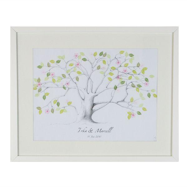 Der Wedding Tree ist ein besonderes Gästebuch für individudelle Hochzeiten. Jeder Gast kann sich mit einem Fingerabdruck und seinem Namen verewigen.