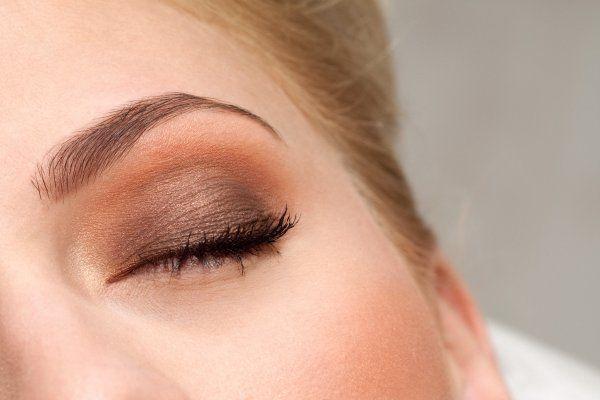 Cienie do powiek skutecznie podkreślają kobiece piękno. Dzięki nim Twoje oczy są wyraziste, optycznie się powiększają oraz podkreślony zostaje ich naturalny kolor. Na iperfumy.pl znajdziesz szeroki wybór cieni do powiek w różnych odcieniach. Oferujemy również profesjonalne palety barw, które umożliwią wykonanie różnorodnych rodzajów makijażu na każdą okazję: http://www.iperfumy.pl/cienie-do-powiek/