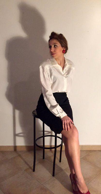 Camicetta donna vintage anni 70. In pes setificato, Made in Italy, plissettata sulle spalle e con abbottonatura sul davanti. Taglia S.