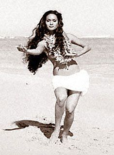 It would be so amazing if I could get a hula photo session with Kim Taylor Reece...