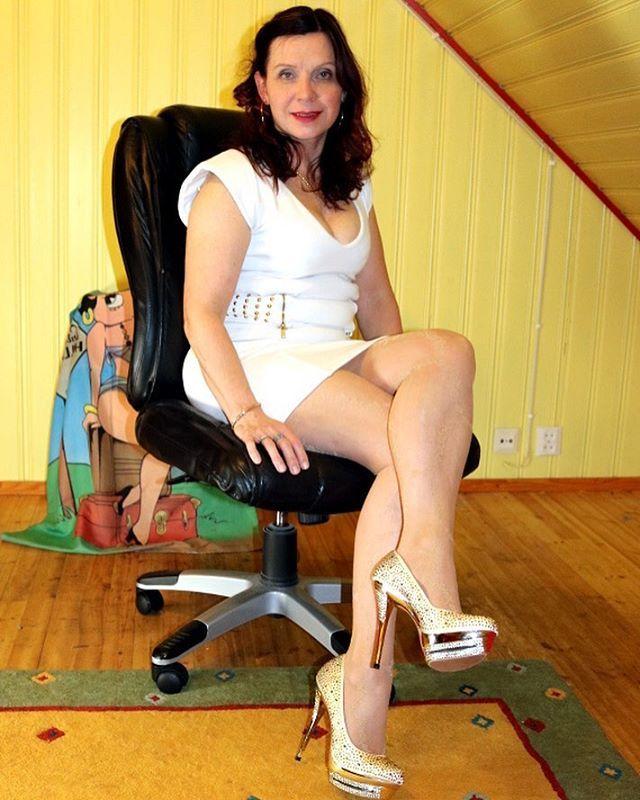 Tuija @tumahi - bílé šaty, květinové Patte ... Yooying