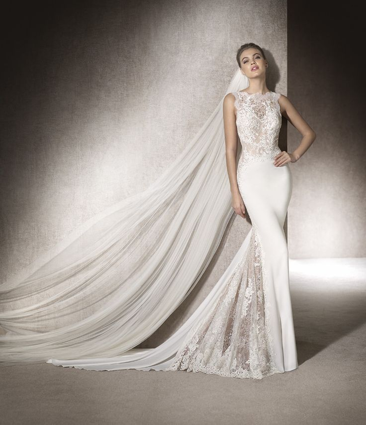 MONTSE - Beautiful mermaid wedding dress in light crepe combined with lace and guipure