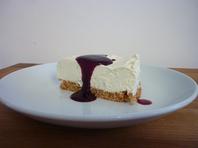egg free Vanilla Cheesecake with Blueberry Coulis