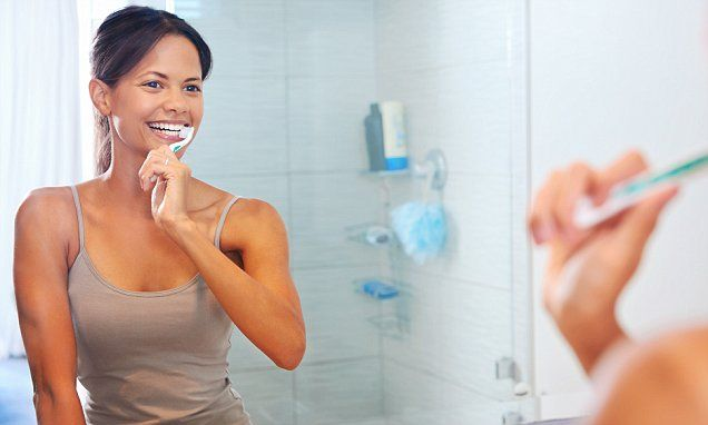 A celebrity dentist gives his teeth brushing tips