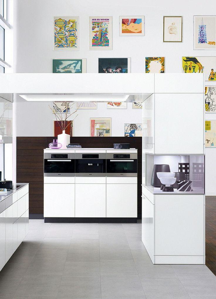 Offene Küche, Wohnküche, weiß, weiße Küche, Küchenfarbe weiß, Kochinsel, Kücheninsel, Wanddeko, Wandfarbe, Küche Bilder, Hochglanz, Hochglanzküche, Küchenfronten glänzend, Idee, BIld, Inspiration; Foto: Poggenpohl