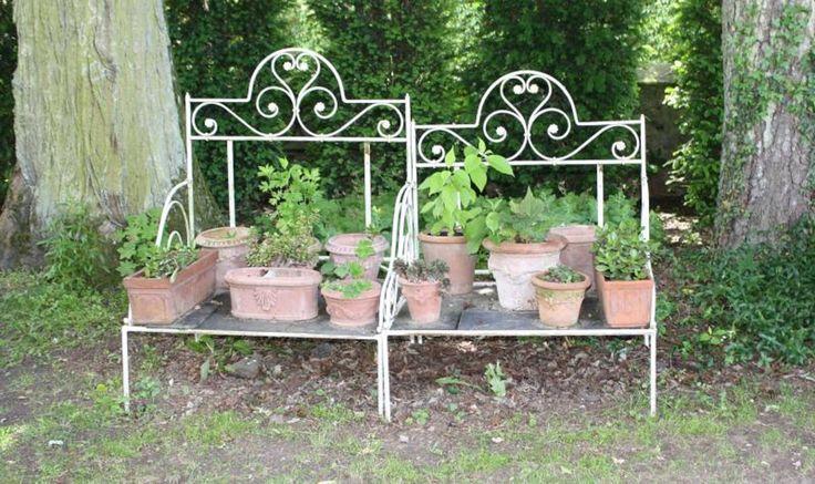 Een oude brocante bed....  Garden Decoration  Pinterest