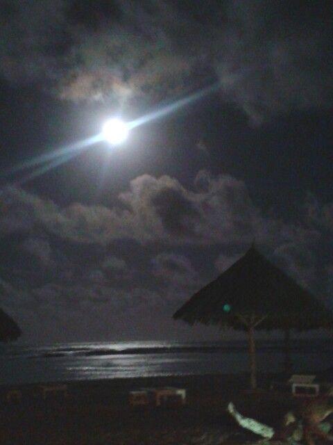 How can we explain what is a real #fullmoon in #Africa? @KolaBeach #resort #malindi #kenya #moon