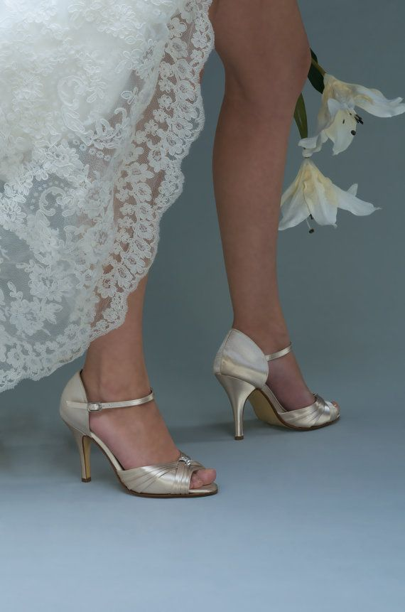 No Heel Wedding Shoes: Top 25+ Best Champagne Wedding Shoes Ideas On Pinterest