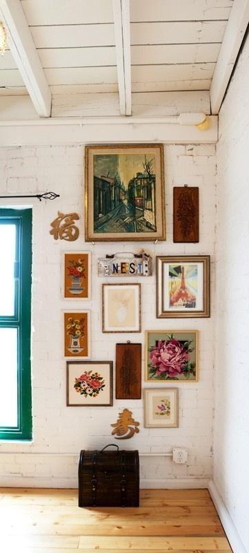Composizione di quadri e specchi