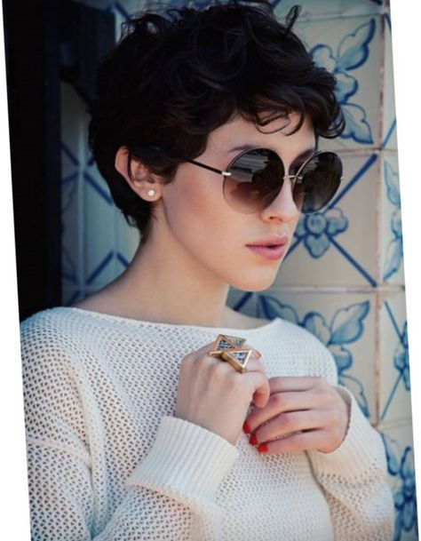 cool Coupe courte frisee femme 2017. #Coiffure #mode #mode2017 #cheveux