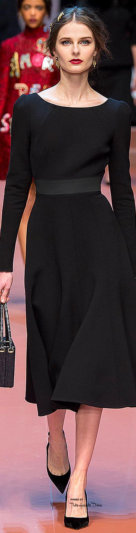 De perfecte jurk!  Heeft smalle schouders en smalle mouwen Heeft taille Glad…